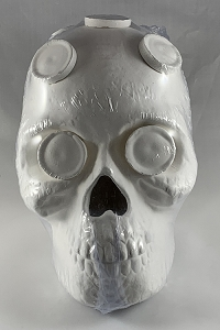 Medium Ceramic Skull Frag Holder w/ 7 Plugs